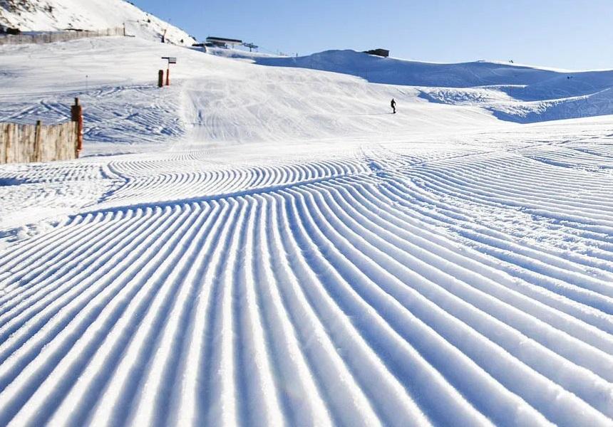 Les pistes enneigées sont prises d'assaut par les snowblades et miniskis